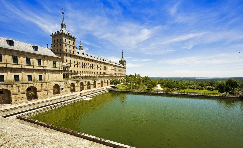 El Escorial er palasset til Kongen av Spania, og er en attraksjon som er verdt å besøke i Madrid.