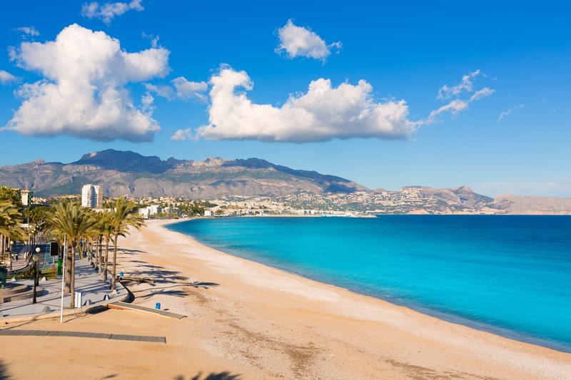 Playa del Albir er en fantastisk vakker strand, som ikke ligger så langt unna nordmenns favorittsted; Alfaz del Pi.